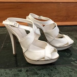 💎 Women's white high heeled shoes size 6.5